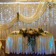 Hintergrund für Brautpaar mit Beleuchtung und mit Säulen