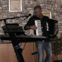Peter Gent Keyboard,, Gitarre, Akkordeon, Gesang.jpg