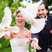 Heiraten in Rietberg bei Bökamp - Tauben steigen lasen
